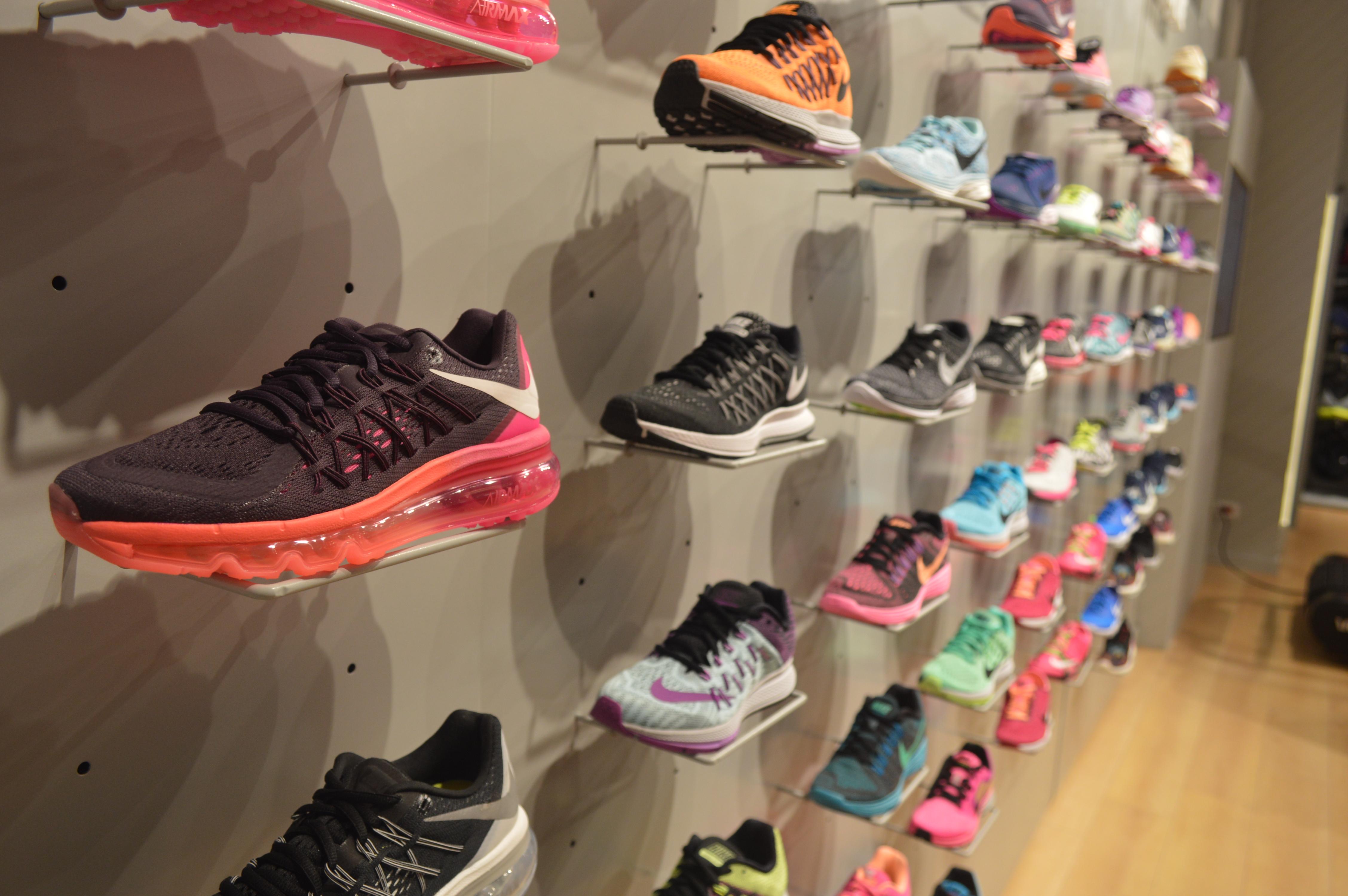 Apertura Nike Women Store | Under The Spot
