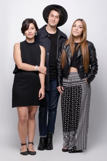 Estudiantes Gabriela Zumbado, Eduardo Monge y Karina Mart°nez - Fotograf°a por Alonso Alfaro - Universidad Creativa